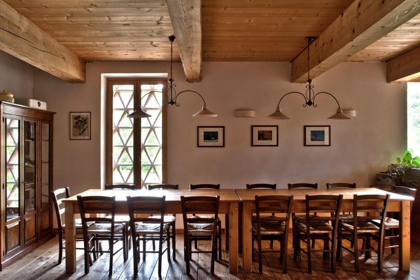 Sala Da Pranzo Rustica : Rustica sala da pranzo in casentino